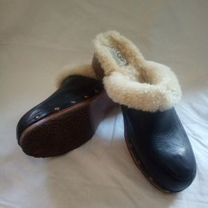 Black cozy clogs